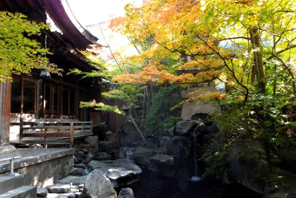 秋の庭園露天風呂